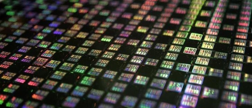 A 12-inch wafer is displayed at Taiwan Semiconductor Manufacturing Company (TSMC) in Xinchu January 9, 2007. TSMC, the world's top contract chip maker, posted an 18.4 percent fall in December sales on January 10, hurt by clients' unwanted stockpiles, but a recovery looms as a new crop of electronics devices hit store shelves. Picture taken January 9, 2007.  REUTERS/Richard Chung (TAIWAN)