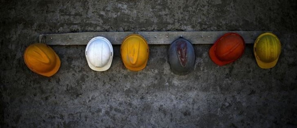 Helmets hang in a construction area in a neighborhood at Santiago, November 10, 2014. REUTERS/Ivan Alvarado  (CHILE - Tags: BUSINESS CONSTRUCTION EMPLOYMENT SOCIETY TPX IMAGES OF THE DAY)