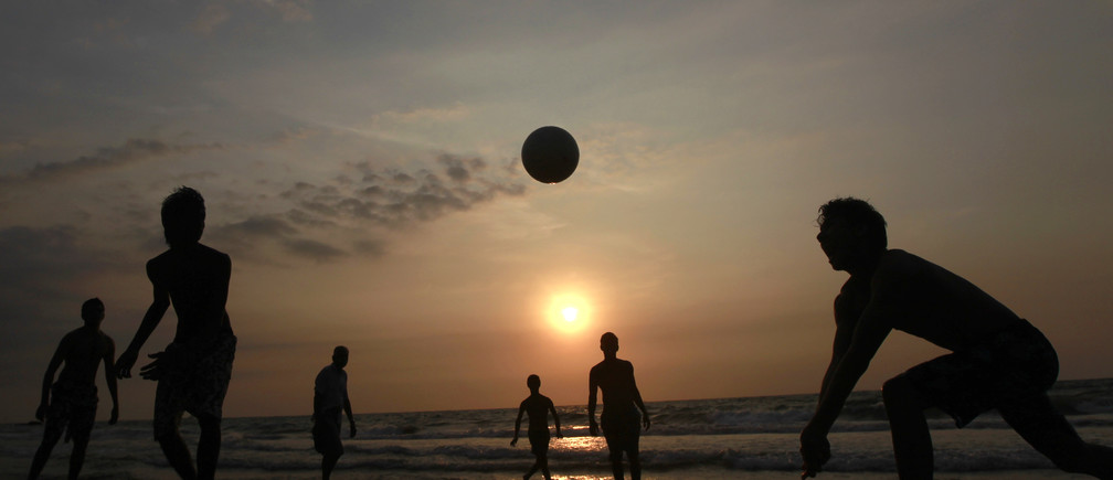 Youths play volleyball on the beach in Colombo January 23, 2012. REUTERS/Dinuka Liyanawatte (SRI LANKA - Tags: SOCIETY) - GM1E81N1U0301