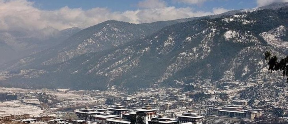 A general view of the snow-covered Bhutanese capital Thimpu January 24, 2008. Bhutan will hold its first ever general election on March 24, the Election Commission said last week. REUTERS/Sonam Wangdi (BHUTAN)