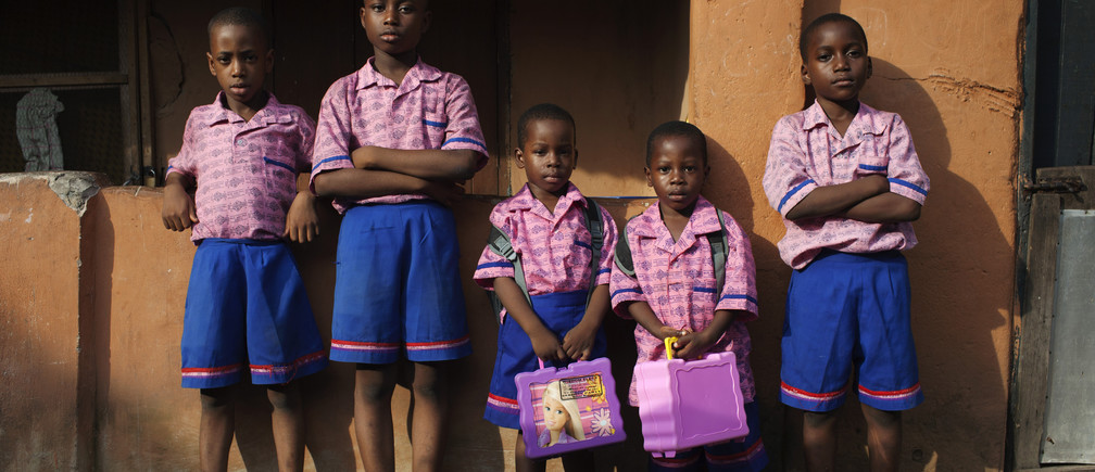 Schoolchildren pose for a picture after coming home from school in Lagos October 31, 2013.  REUTERS/Joe Penney (NIGERIA - Tags: EDUCATION SOCIETY TPX IMAGES OF THE DAY) - GM1E9B109LP01