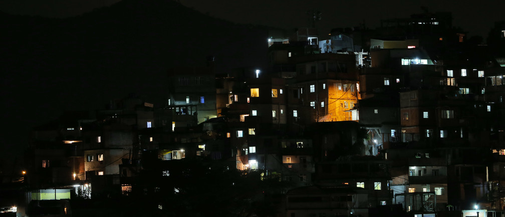 The moon is seen over a slum near Copacabana Beach in Rio de Janeiro, Brazil, August 6, 2016. REUTERS/Carlos Barria TPX IMAGES OF THE DAY - RIOEC8702M5KA