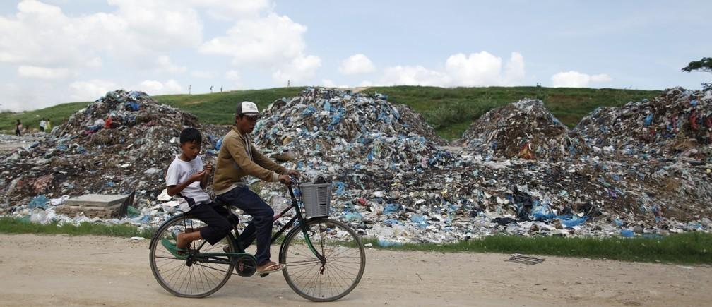 世界のプラスチック総生産量は83億トンに。これはエッフェル塔80万塔分以上に相当。