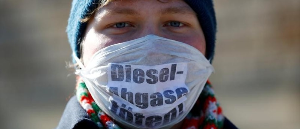 "An environmental activist protests in front of Germany's federal administrative court, before they decide whether German law provides a legal basis for cities to ban diesel cars to help reduce air pollution, in Leipzig, Germany, February 27, 2018. The words read ""Diesel exhaust kills.""  REUTERS/Fabrizio Bensch     TPX IMAGES OF THE DAY - RC15B3D236E0"