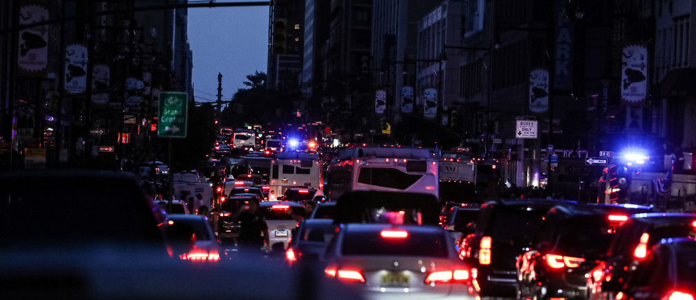 Traffic light is out due to blackout near Times Square area, in New York City, U.S., July 13, 2019. REUTERS/Jeenah Moon - RC154EFE3140