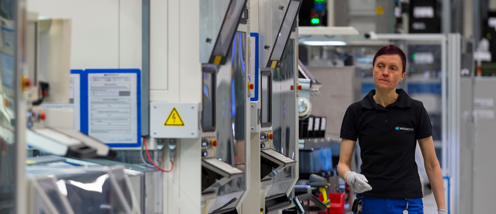 An employee works in Daimler first battery factory prior to the beginning of the ground breaking ceremony for the second battery factory at Daimler subsidiary ACCUMOTIVE in Kamenz, Germany May 22, 2017. REUTERS/ Matthias Rietschel - RTX371L8