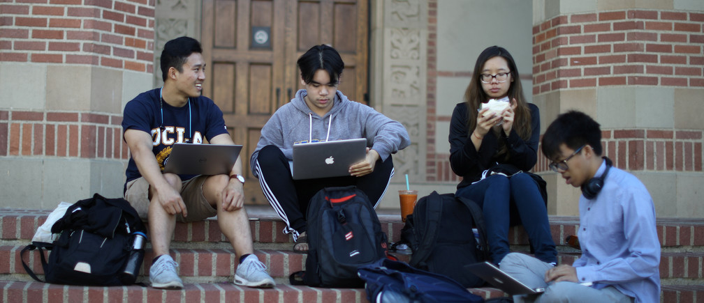 University of California Los Angeles (UCLA) students study on the UCLA campus in Los Angeles, California, U.S. November 15, 2017. REUTERS/Lucy Nicholson - RC11BB792D40