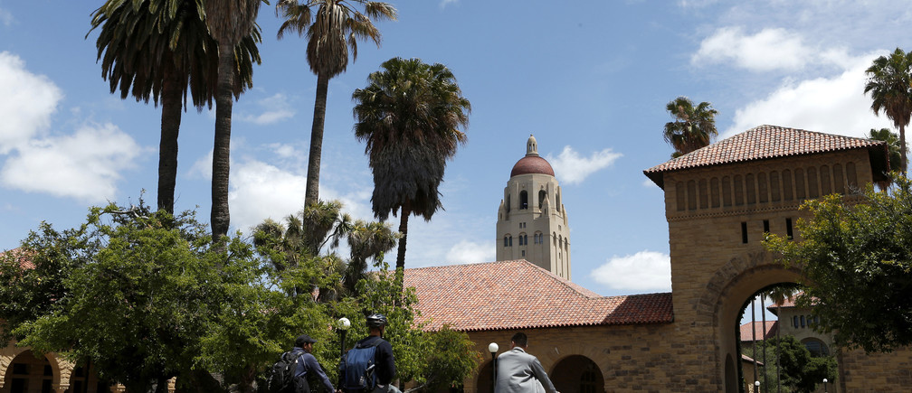 Cyclists traverse the main quad on Stanford University's campus in Stanford, California, U.S. on May 9, 2014.  REUTERS/Beck Diefenbach/File Photo - TM3EC8N1H5801
