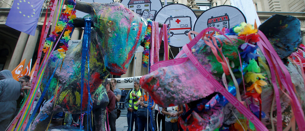 Painted sculptures of bull and bear are seen during the anti-globalisation movement ATTAC protest in front of the Frankfurt Stock Exchange on the 10th anniversary of the global financial crisis of 2008, in Frankfurt, Germany, September 15, 2018. REUTERS/Ralph Orlowski - RC1463863FF0