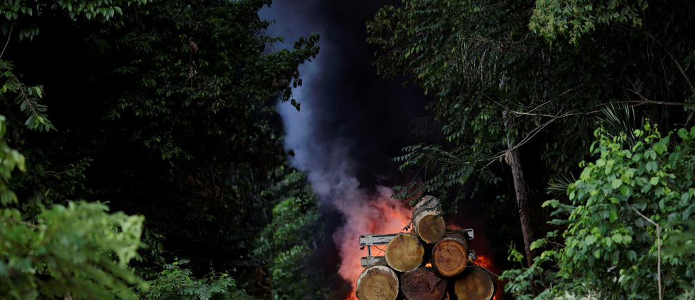 "Trucks loaded with tree trunks are burned by agents of the Brazilian Institute for the Environment and Renewable Natural Resources, or Ibama, during an operation to combat illegal mining and logging, in the municipality of Novo Progresso, Para State, northern Brazil, November 11, 2016. REUTERS/Ueslei Marcelino          SEARCH ""AMAZON GUARDIANS"" FOR THIS STORY. SEARCH ""WIDER IMAGE"" FOR ALL STORIES. - RTSTUB1"