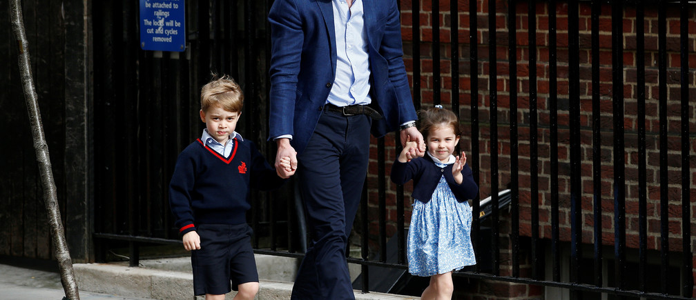 Britain's Prince William arrives at the Lindo Wing of St Mary's Hospital with his children Prince George and Princess Charlotte after his wife Catherine, the Duchess of Cambridge, gave birth to a son, in London, April 23, 2018. REUTERS/Henry Nicholls - RC19647470C0
