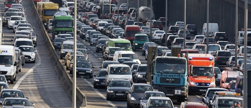 Cars queue during traffic jam on the city highway A100 at rush hour in Berlin February 27, 2015. Picture taken February 27. REUTERS/Fabrizio Bensch (GERMANY - Tags: TRANSPORT) - RTR4RIP9