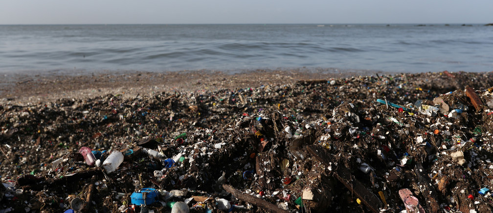 Plastic and other debris are seen on the shores of Montesinos beach, in Santo Domingo, Dominican Republic July 19, 2018. REUTERS/Ricardo Rojas - RC1D7B8E3740