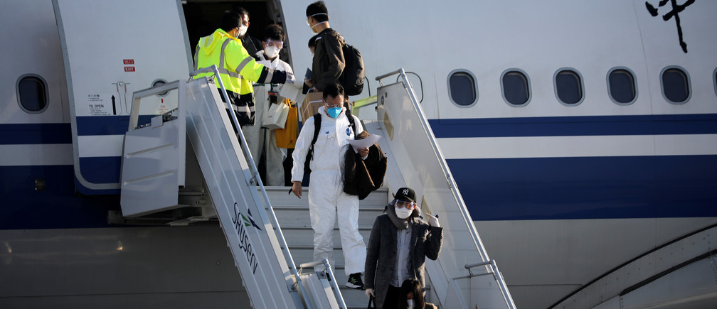 Members of an aid expedition in protective masks disembark from Air China plane carrying medical supplies donated by the Chinese government, in Athens, Greece, March 21, 2020. REUTERS/Alkis Konstantinidis - RC27OF984IDZ