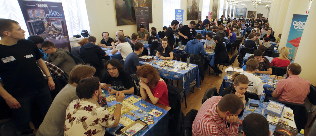 People play board games during a festival in St. Petersburg, April 20, 2014. The festival was organised by vendors of board games to encourage young people to use and buy their products.   REUTERS/Alexander Demianchuk (RUSSIA - Tags: BUSINESS SOCIETY) - GM1EA4L00ZL01