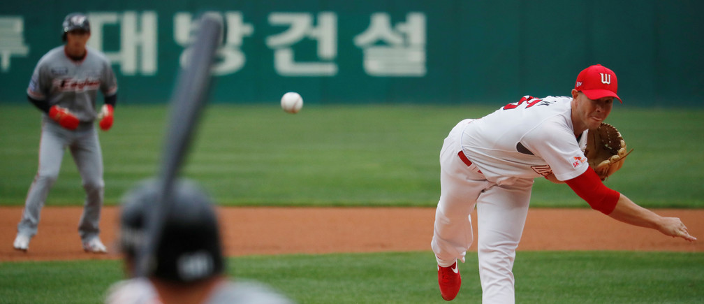 Baseball - KBO Regular season - SK Wyverns v Hanwha Eagles - Munhak Baseball Stadium, Incheon, South Korea - May 5, 2020    SK Wyverns' Nick Kingham in action during the match, despite most sports being cancelled around the world the local league starts behind closed doors due to the spread of the coronavirus disease (COVID-19)   REUTERS/Kim Hong-Ji - RC25IG9CW64Z