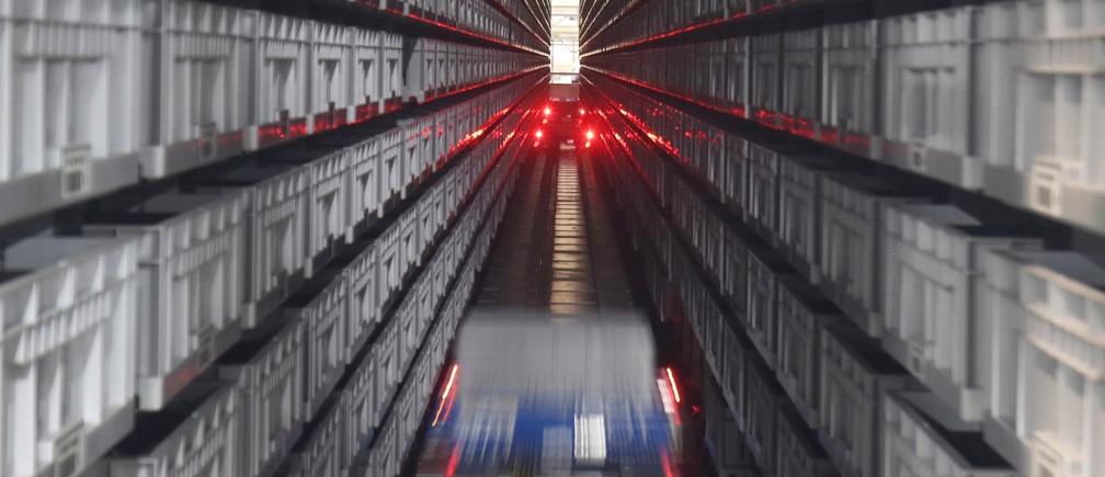 Automated robots fetch merchandise from aisles at the Hudson's Bay Company distribution centre in Toronto, Ontario, Canada May 29, 2017. Picture taken May 29, 2017. REUTERS/Fred Thornhill TPX IMAGES OF THE DAY - RC11960C8370