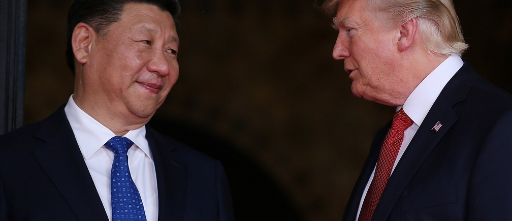 U.S. President Donald Trump welcomes Chinese President Xi Jinping at Mar-a-Lago state in Palm Beach, Florida, U.S., April 6, 2017.  REUTERS/Carlos Barria - RTX34GJ2