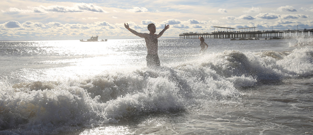 A swimmer runs into the water of the Atlantic Ocean during the Coney Island Polar Bear Club New Year's Day Plunge on Coney Island Beach in the Brooklyn borough of New York, U.S., January 1, 2019.  REUTERS/Caitlin Ochs - RC19D15F3D60