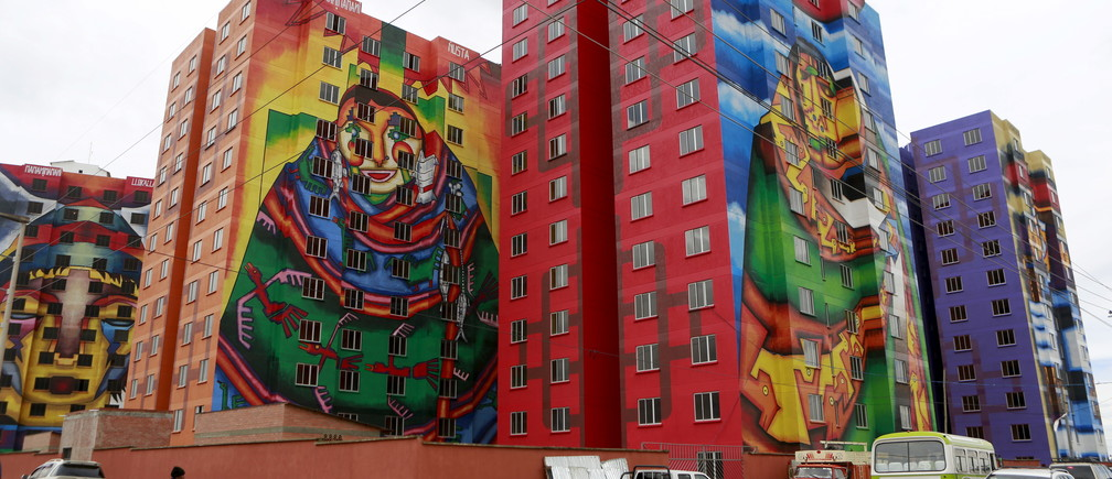 A view of multifamily buildings decorated by painter Roberto Mamani and built by a housing program of Bolivia's President Evo Morales' government in El Alto, on the outskirts of La Paz, Bolivia, February 15, 2016. REUTERS/David Mercado - RTX273JD