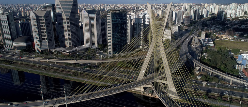 Aerial view of Octavio Frias de Oliveira bridge, a cable-stayed bridge, in Sao Paulo, Brazil August 5, 2017. REUTERS/Paulo Whitaker - RC1888B69310