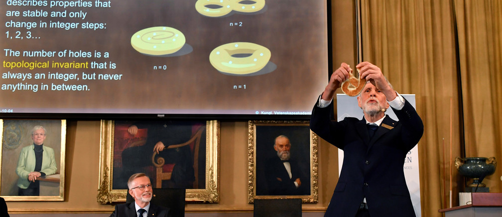 homas Hans Hansson (R), one of the members of the Royal Academy of Sciences, speaks as fellow member Goran K Hansson watches during a news conference announcing the winners of the 2016 Nobel Prize for Physics in Stockholm, Sweden October 4, 2016.