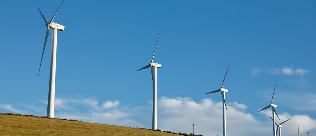 Wind turbines used to generate electricity are seen near the village of La Mesa, Spain August 11, 2017. Picture taken August 11, 2017. REUTERS/Paul Hanna - RC1586CA02F0