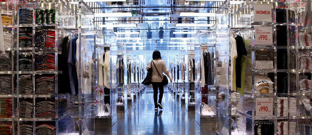 A woman looks at clothes at a Fast Retailing's Uniqlo store in Tokyo, Japan, January 24, 2017. Picture taken on January 24, 2017.   REUTERS/Kim Kyung-Hoon - RC1D595E4C80