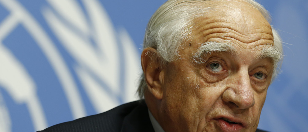 Peter Sutherland, special representative of the United Nations Secretary general for migration and development, addresses a news conference on the current migrants crisis in Geneva, Switzerland September 8, 2015. REUTERS/Denis Balibouse - LR2EB980TR0NU