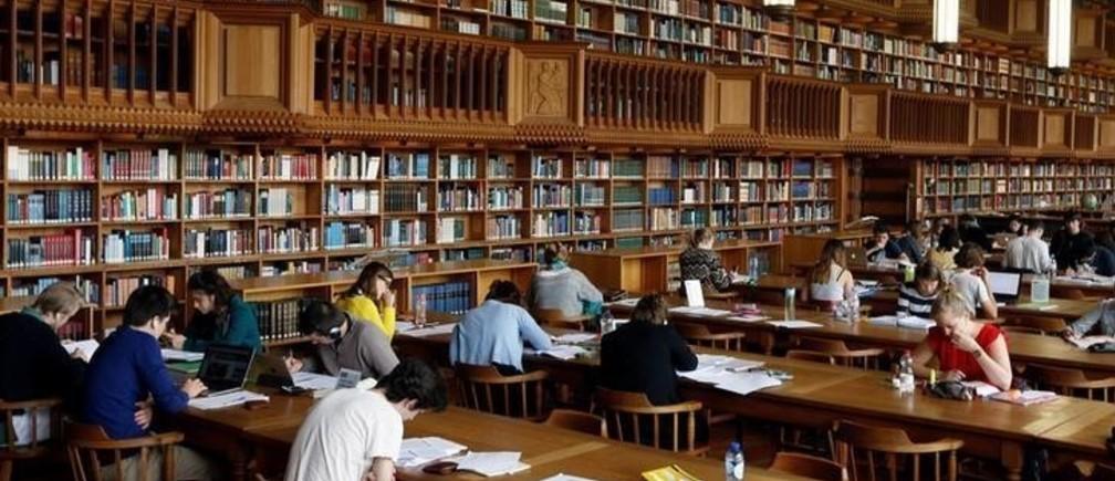 "Students sit in the library of the university KU Leuven ""Katholieke Universiteit Leuven"" in Leuven, Belgium, June 8, 2016. REUTERS/Francois Lenoir"