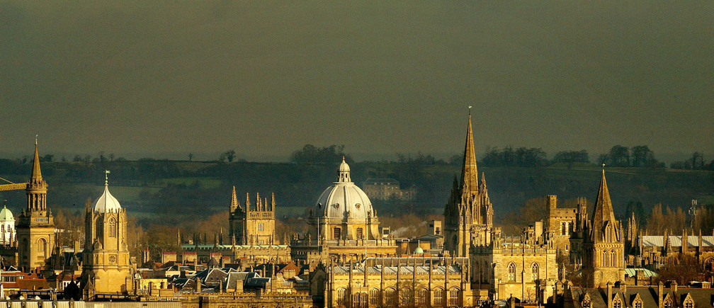 The rooftops of the university city of Oxford are seen from the south west, January 22, 2003. Britain's Education Secretary Charles Clarke is expected on Wednesday to outline controversial plans to scrap the 1,100 pound ($1780) limit on annual tuition fees at English universities, raising it to as much as 3,000 pounds ($4852). NO RIGHTS CLEARANCES OR PERMISSIONS ARE REQUIRED FOR THIS IMAGE REUTERS/Peter Macdiarmid