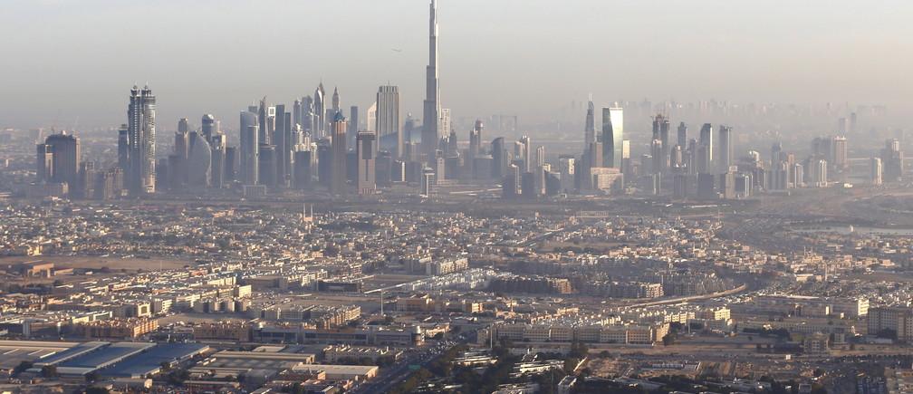 A general view of Dubai and the world's tallest tower, the Burj Khalifa (C), December 9, 2015. Photo taken December 9, 2015.  REUTERS/Karim Sahib/Pool - GF10000261120