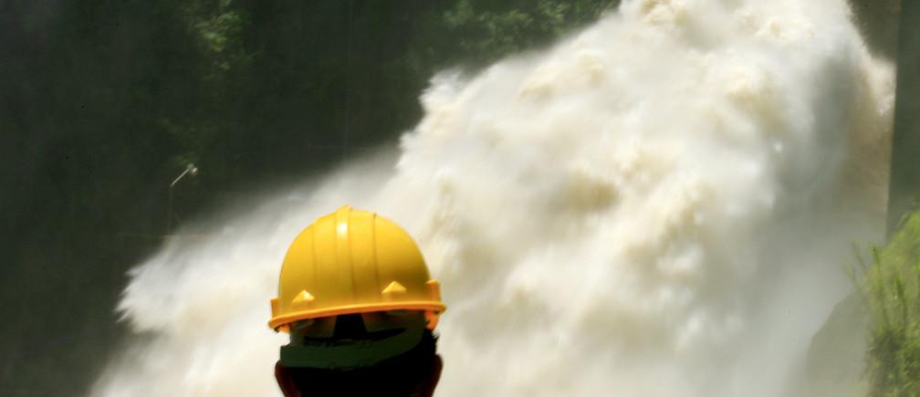 A worker lock the gates at hydroelectric dam Cachi in Ujarras de Cartago 60 miles of San Jose, Costa Rica.
