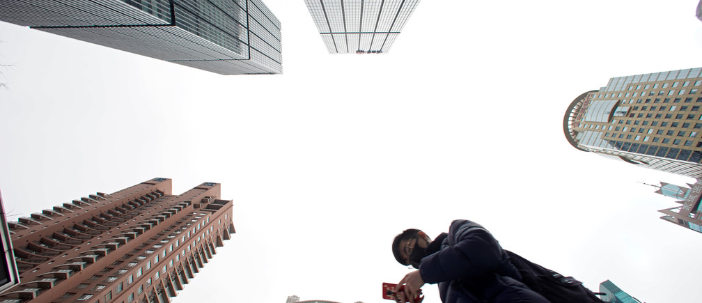 A man checks phone at Lujiazui financial district in Pudong, Shanghai, China March 14, 2019. REUTERS/Aly Song - RC1E833D7B70