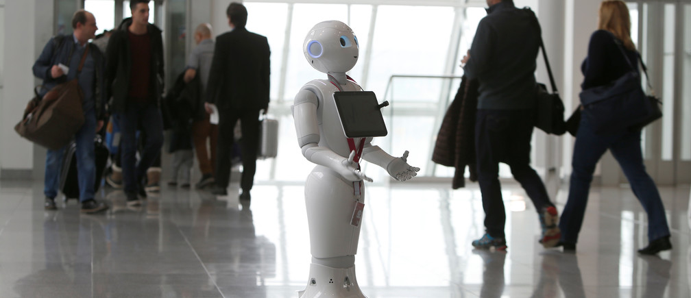Lufthansa tests humanoid robot 'Josie Pepper' at airport in Munich, Germany February 20, 2018.   REUTERS/Michaela Rehle - RC1430571BF0