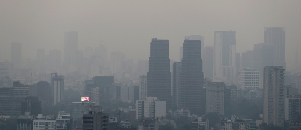 Buildings shrouded in smog, are pictured as Mexico's government ordered schools in and around Mexico City to be closed on Thursday due to elevated levels of pollution, in Mexico City, Mexico May 16, 2019. REUTERS/Henry Romero - RC168D19E1F0