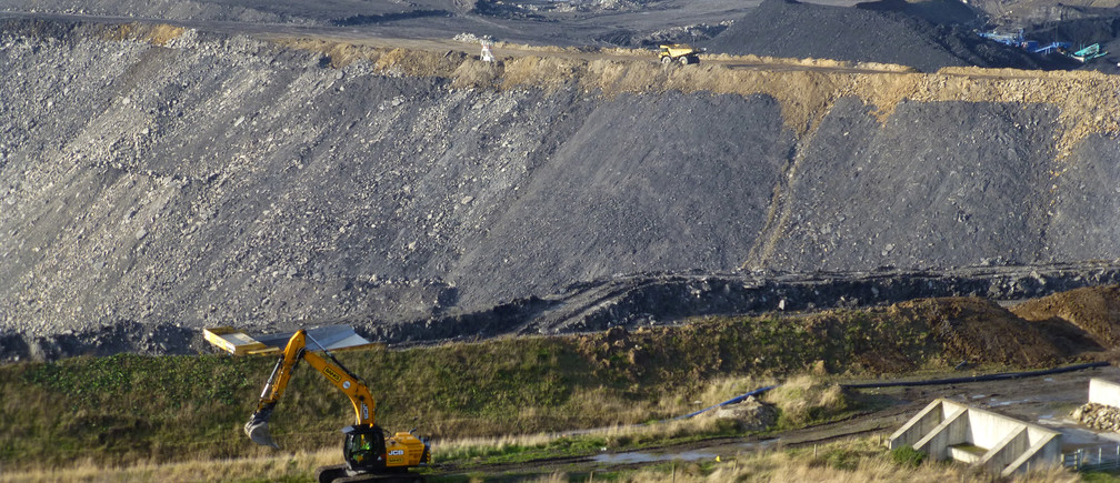 A view of the slopes of the Banks Group Shotton open cast mine in Northumberland, Britain, November 11, 2016. Picture taken November 11, 2016. REUTERS/Barbara Lewis - RC1621F44E30