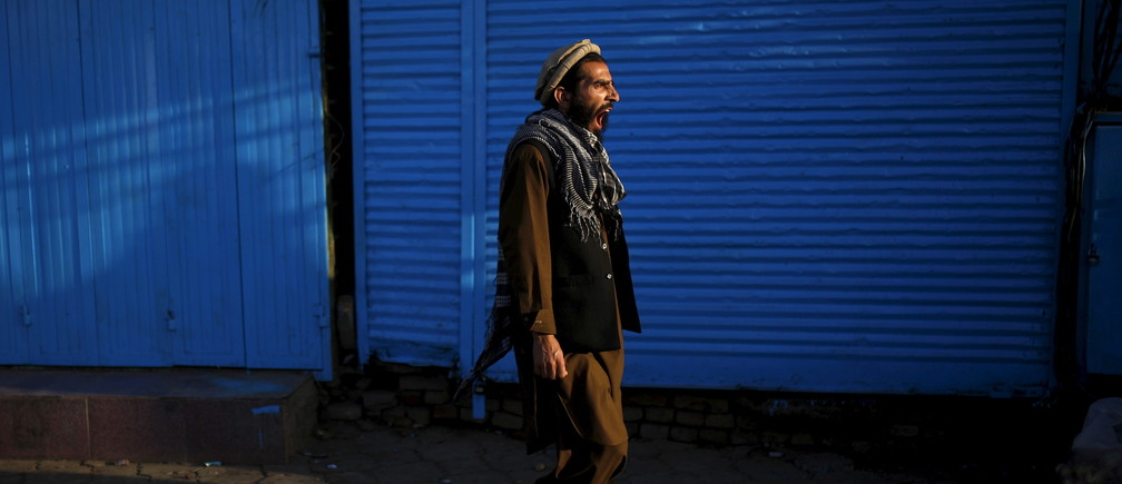 An Afghan man yawns as he walks at a market in the early morning hours in Kabul, Afghanistan July 30, 2015. REUTERS/Ahmad Masood - GF20000008449