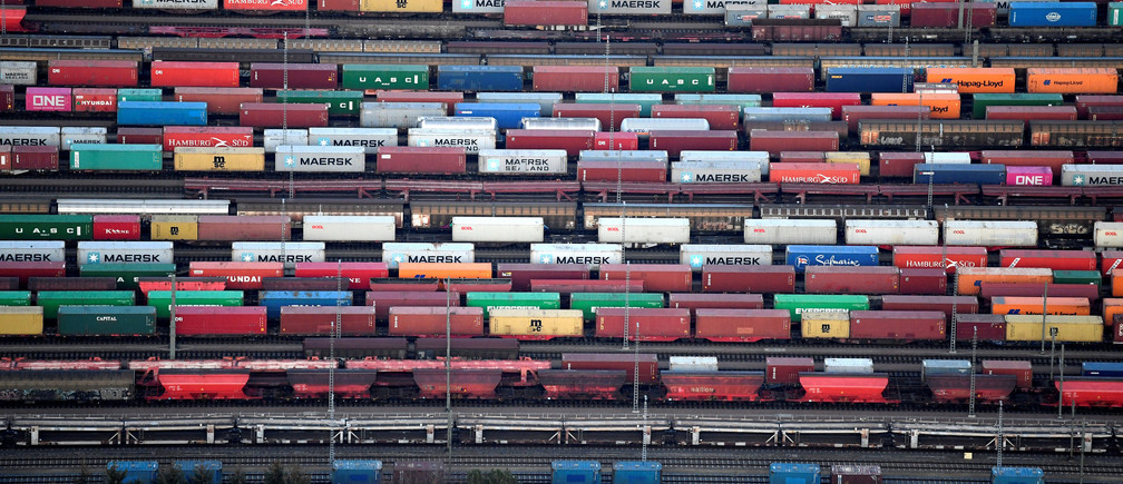 Containers are loaded on freight trains at the railroad shunting yard in Maschen near Hamburg, Germany November 14, 2019. REUTERS/Fabian Bimmer - RC28BD9H0JRM