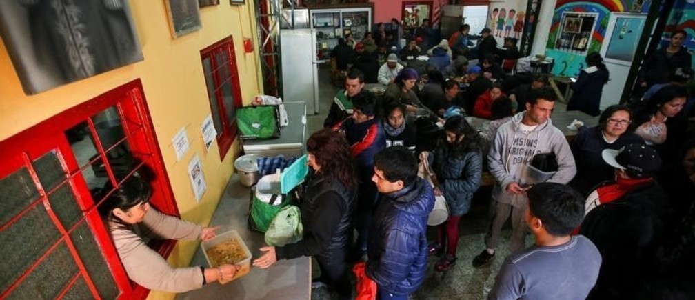 People line up to get stew ration at a soup kitchen in Buenos Aires, Argentina October 4, 2019. Picture taken October 4, 2019. REUTERS/Agustin Marcarian - RC1D7D51B640