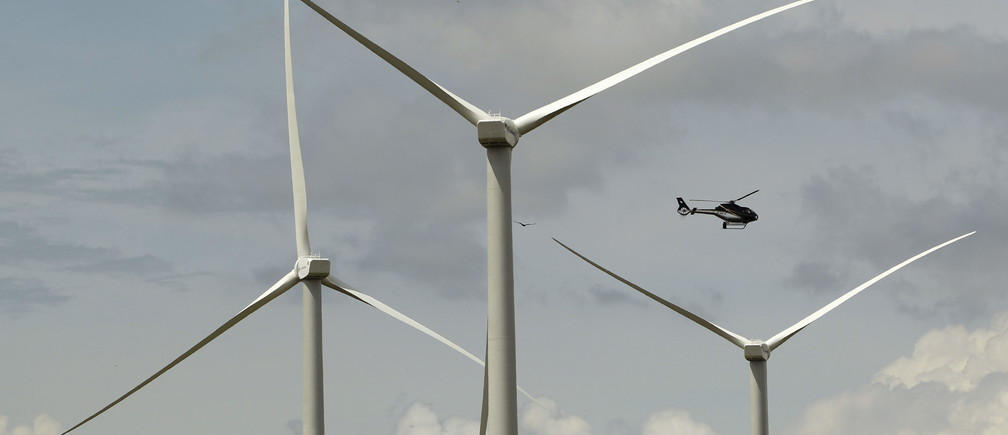 Wind turbines are pictured at a wind farm in Penonome, Cocle province, Panama, November 10, 2015. Former U.S. President Bill Clinton attended the opening of the new wind farm that is part of his Clinton Foundation Project in Latin America. REUTERS/Carlos Jasso - GF20000053813