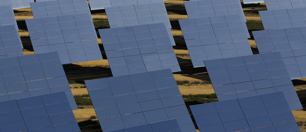 """Solar panels are pictured in the PS10 solar plant at """"Solucar"""" solar park in Sanlucar la Mayor, near Seville, October 20, 2010. The solar thermal power plant uses mirrors to concentrate the sun's rays onto towers where they produce steam to drive a turbine, producing electricity. REUTERS/Marcelo del Pozo (SPAIN - Tags: ENERGY ENVIRONMENT BUSINESS SOCIETY) - GM1E6AK1JT301"""