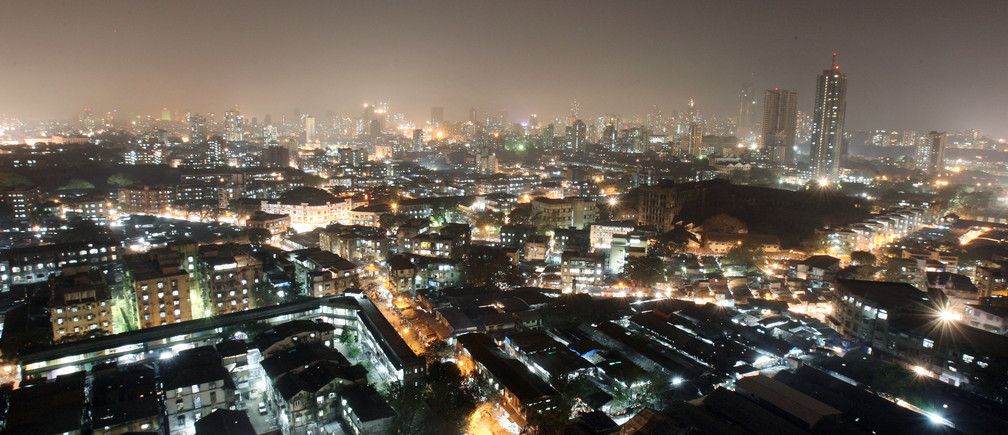 An aerial view of a central district of Mumbai December 22, 2006. As global firms and some of their overseas staff flock to India to tap opportunities in its burgeoning economy, premium residential rents in cities like Mumbai and the capital, New Delhi, are going through the roof. Add a rising number of high-income Indian professionals and a shift to a nuclear family from the traditional extended one, and the number of people looking for good homes is pushing rents to levels seen in the more desirable parts of London and New York. Picture taken December 22, 2006.       To match feature INDIA-PROPERTY/RENT       REUTERS/Arko Datta (INDIA) - GM1DUHLUQQAA