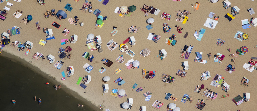 People swim and sunbathe on a hot sunny summer day at the beach of Wannsee near Berlin, Germany, July 4, 2015. German weather service (DWD) are advising of high temperatures at 'record levels' in southern and western Germany this week.   REUTERS/Hannibal Hanschke TPX IMAGES OF THE DAY   - LR2EB7410O1X6