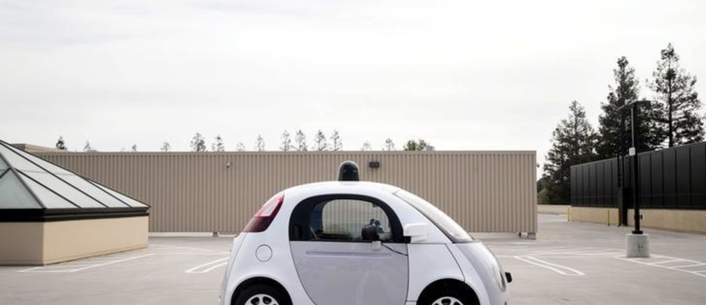 A prototype of Google's own self-driving vehicle is seen during a media preview of Google's current autonomous vehicles in Mountain View, California September 29, 2015.  REUTERS/Elijah Nouvelage      TPX IMAGES OF THE DAY