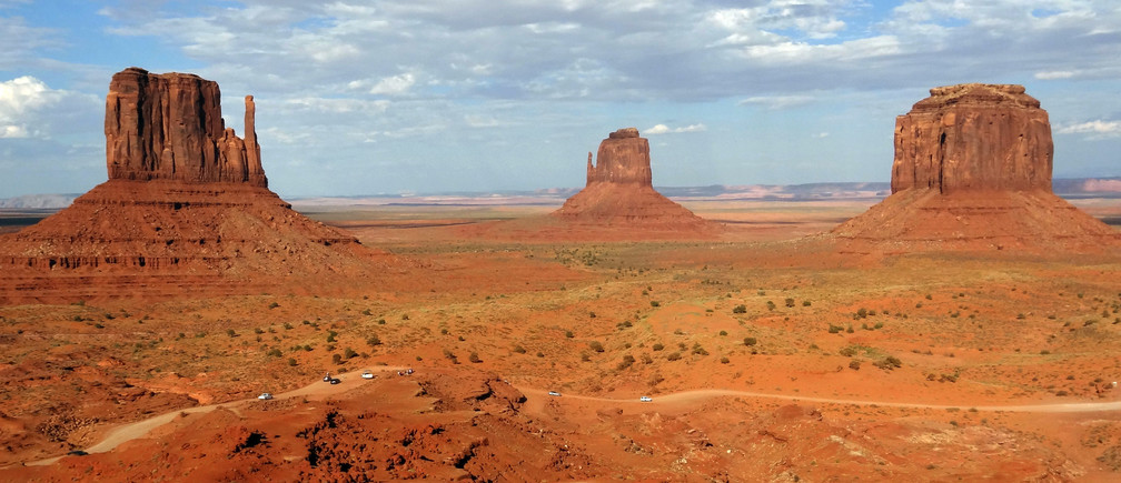 Overall view of Monument Valley Tribal Park in Utah August 14, 2012. REUTERS/Charles Platiau (UNITED STATES - Tags: CITYSPACE ENVIRONMENT) - RTR37MLX