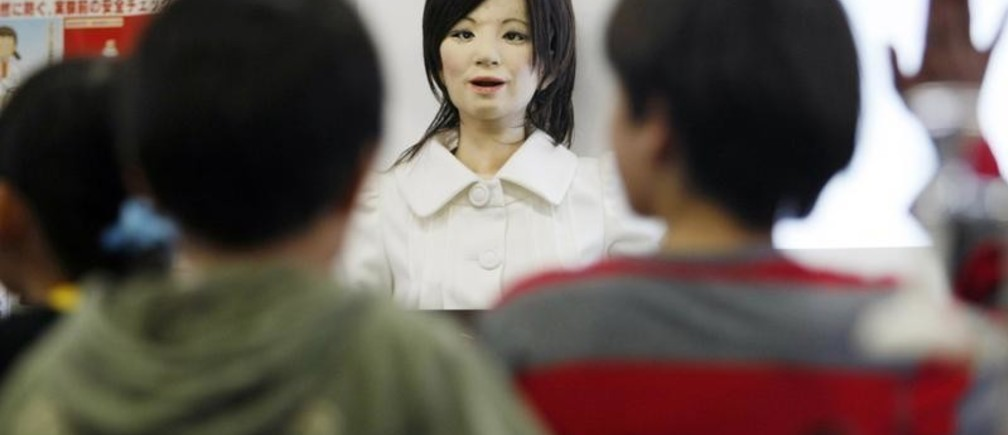 "A humanoid robot named ""Saya"" (R) speaks to school pupils as she takes on a role as a school teacher during a demonstration at an elementary school in Tokyo May 7, 2009. The robot, developed by Tokyo University of Science professor Hiroshi Kobayashi, can speak different languages and make facial expressions like happiness, surprise, sadness, fear, anger or disgust with motors inside her face.  REUTERS/Issei Kato (JAPAN SCI TECH EDUCATION SOCIETY) - GM1E5571KXB01"