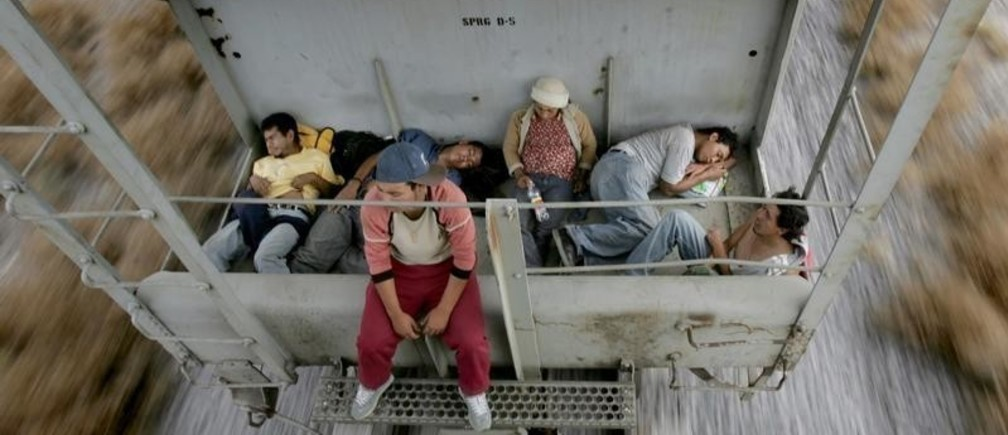 Immigrant travel on  a cargo train heading to the border city of Nuevo Laredo, Mexico, May 5, 2006. Every day Mexican trains are used by immigrants to cross the country, heading for the border between Mexico and United States. The U.S. Border Patrol said on Wednesday it had arrested 724,613 undocumented migrants crossing the 2,000-mile (3,200-km) border from Mexico since October 1 last year, a rise of 6 percent from the same period a year earlier. The increase comes as U.S. lawmakers debate a proposal by President George W. Bush offering millions of illegal immigrants a path to citizenship, and as Hispanic activists staged protests and a work stoppage in cities nationwide.       REUTERS/Carlos Barria - RTR1D33C