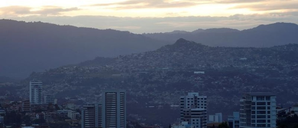 A view of Tegucigalpa, Honduras, November 25, 2017 ahead of the November 26 presidential election. REUTERS/Edgard Garrido - RC13CCF725B0