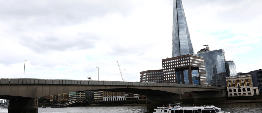 A tourist boat travels along the River Thames under London Bridge, after attackers rammed a hired van into pedestrians on London Bridge and stabbed others nearby killing and injuring people, in London, Britain June 4, 2017. REUTERS/Neil Hall - RTX38ZOH